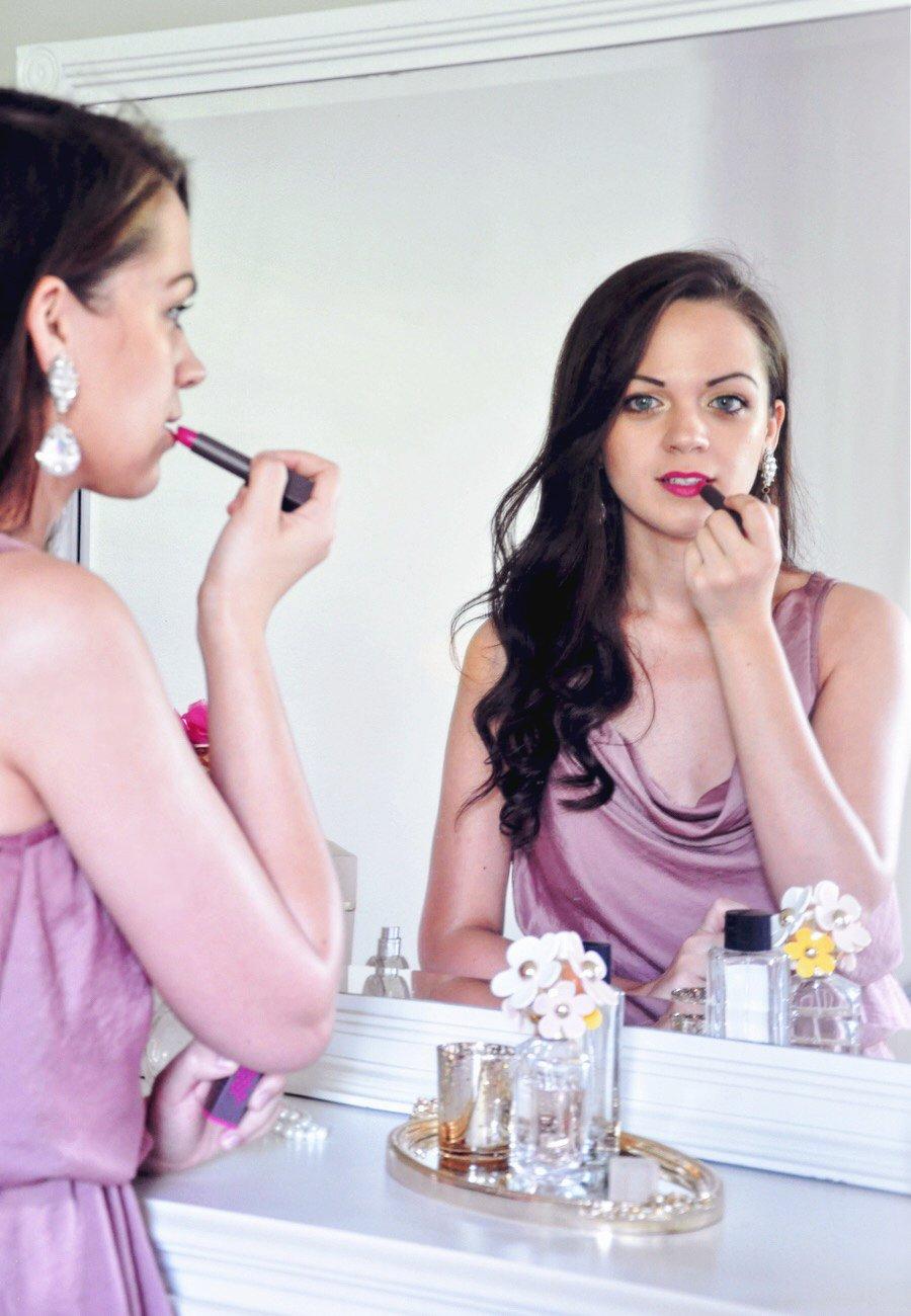 Simple Pleasures: Putting on Lipstick