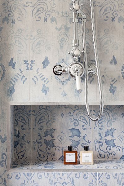 FOXY OXIE | Pretty Shower Nooks 1