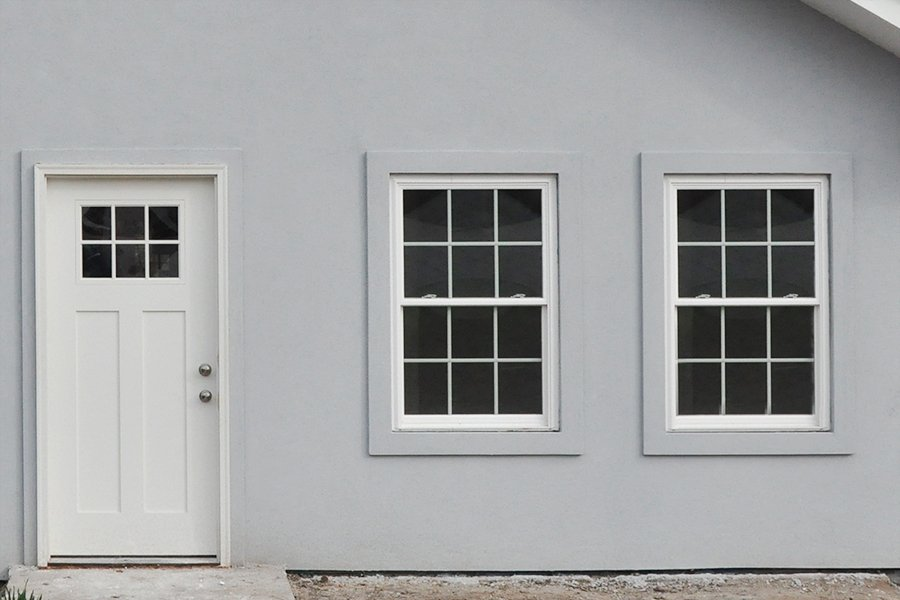 what-is-a-bungalow-a-riveting-lesson-in-architecture-and-history-craftsman-door