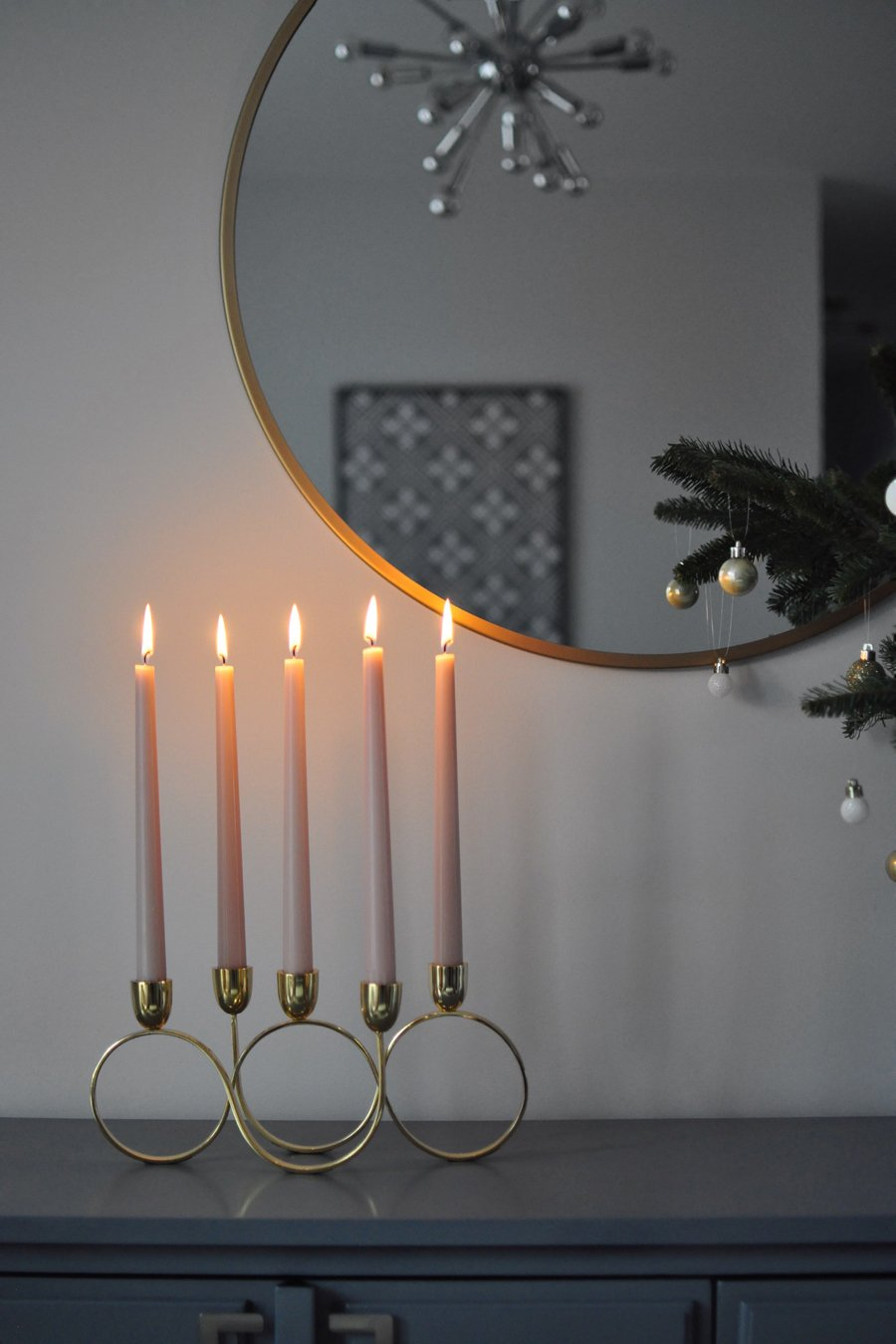 Simple But Gorgeous Holiday Decor Ideas Inspired by Scandinavian Style